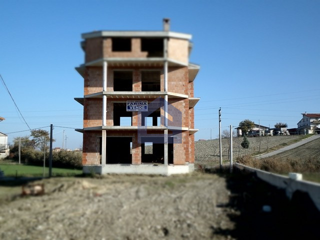 We propose the sale of an apartment building that is being built.