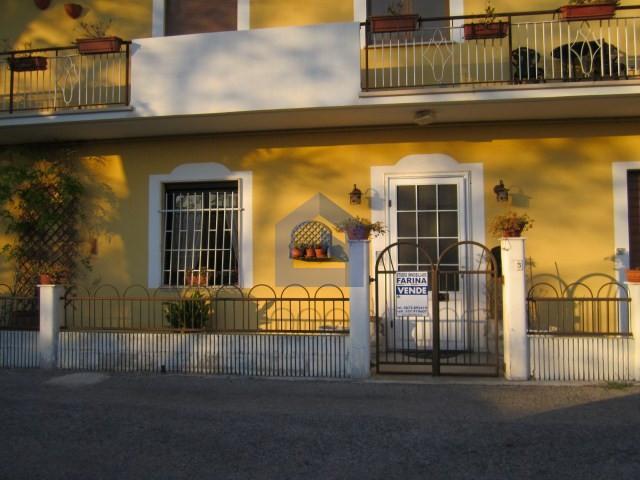 Casa a schiera ad atessa in pieno centro prezzo ribassato studio immobiliare farina - Serranda elettrica casa ...