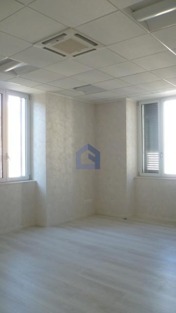 Lanciano: affittasi elegante appartamento uso studio/ufficio