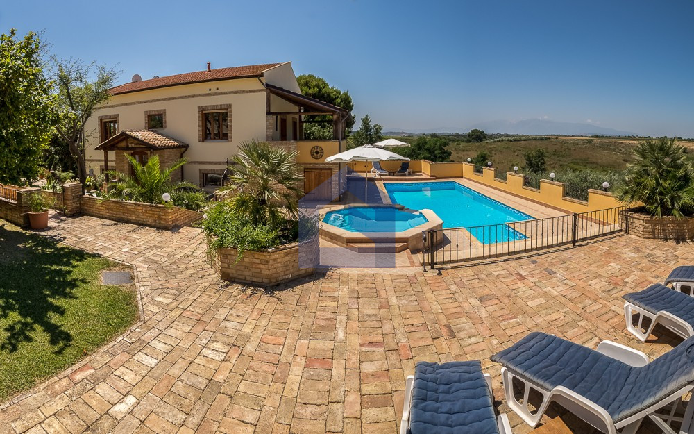 Superb property close to the Adriatic Coast