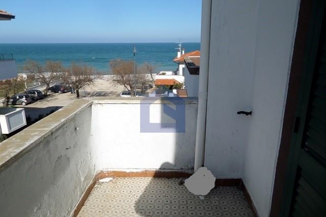 Apartment facing the sea