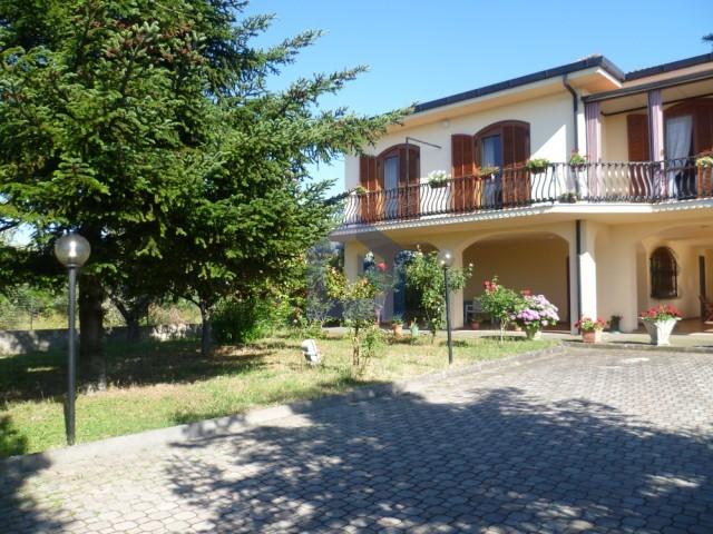 Single villa with land