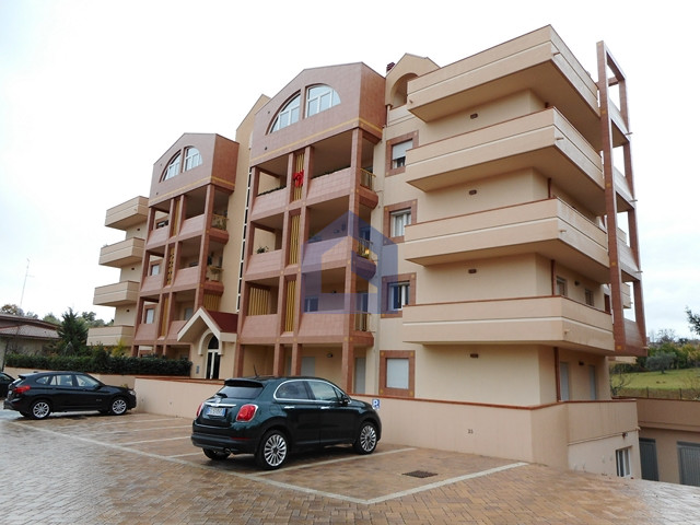 Lanciano: ampio appartamento con terrazzo posto auto e garage