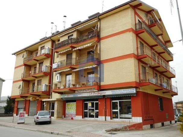 Piane d'Archi: ampio appartamento con garage