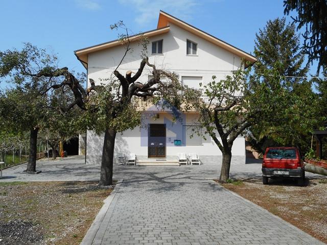 Piane d'Archi: appartamento in casa singola