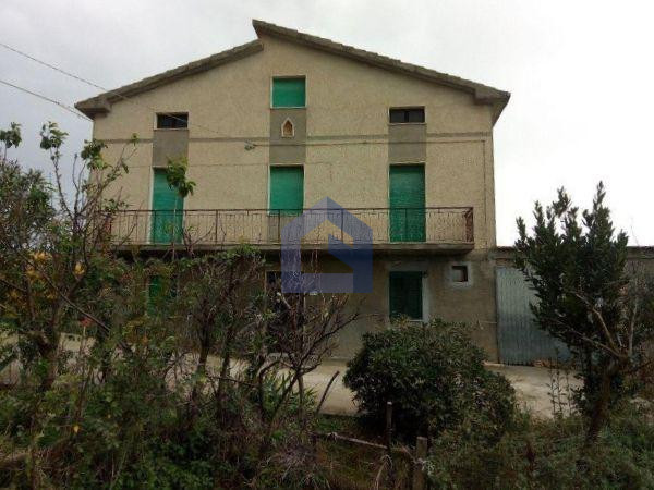 Atessa:casa singola in collina