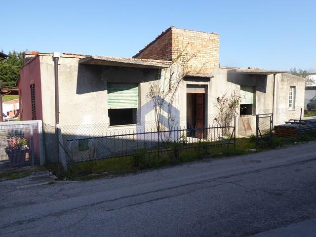 (Italiano) Atessa: Casa singola da ristrutturare