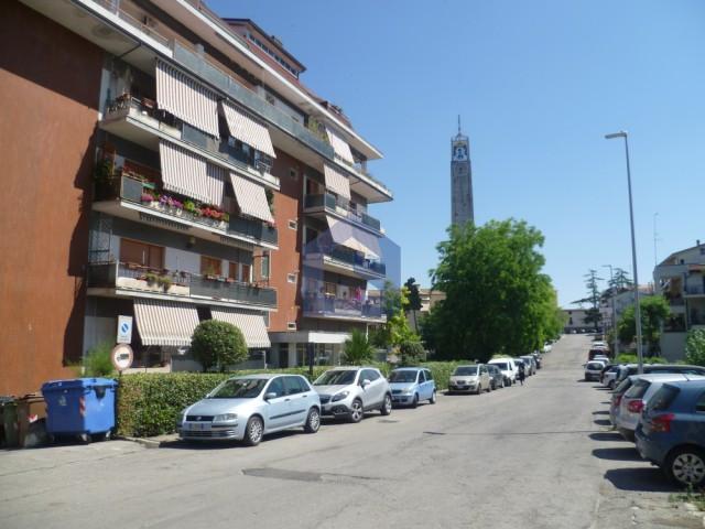 (Italiano) Lanciano: In centro ampio appartamento con garage