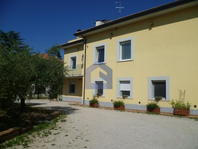 (Italiano) Lanciano: Centralissimo ampio appartamento in villa