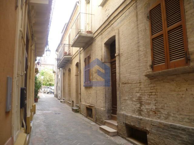 (Italiano) Lanciano: Centralissimo appartamento con terrazzo