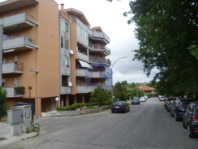 Lanciano: Ottimo appartamento con ampio garage e posto auto