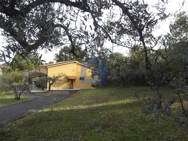 (Italiano) Monteodorisio: casa singola vista mari e monti