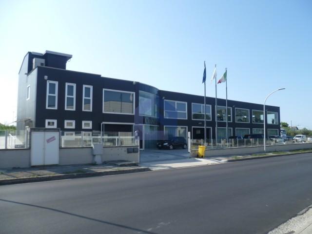 (Italiano) Lanciano: Immobile commerciale artigianale