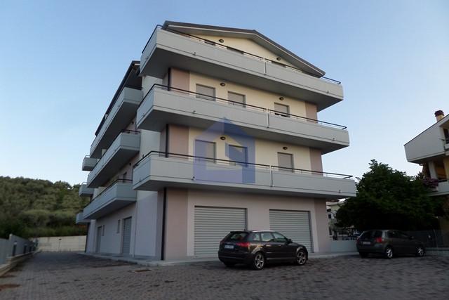 Atessa: Località Piana La Fara appartamento con ampio garage