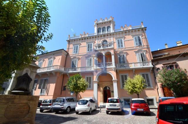 """(Italiano) Lanciano: """"Palazzo De Giorgio"""" appartamento con terrazzo"""
