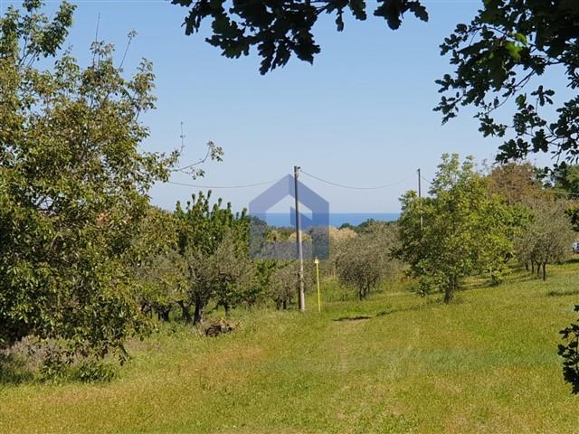 (Italiano) Rocca San Giovanni: terreno edificabile vista mare