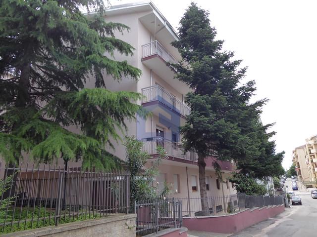 (Italiano) Lanciano: Generoso appartamento in locazione con garage