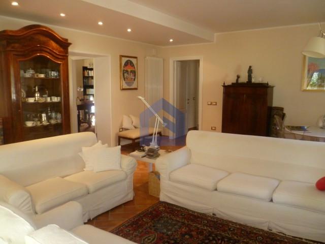 (Italiano) Lanciano: splendido appartamento in villa con giardino privato.