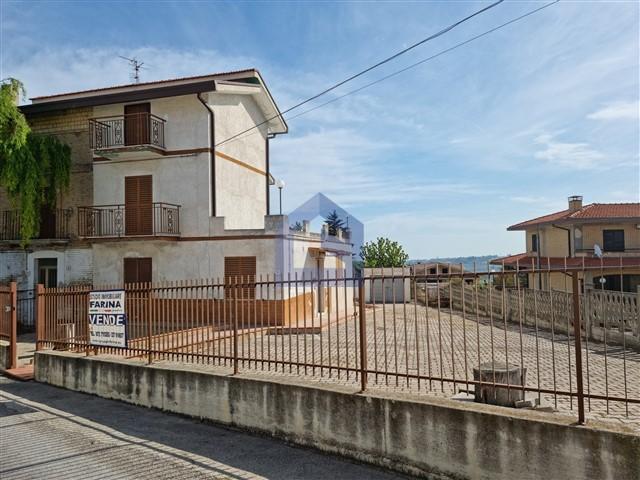(Italiano) Castel Frentano: Casa affiancata panoramica