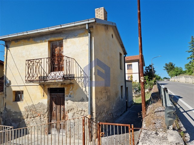 (Italiano) Lanciano: Casa affiancata con terreno da ristrutturare