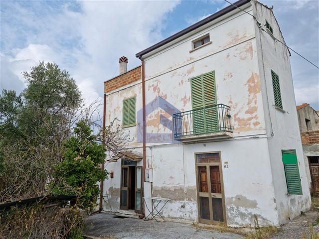 (Italiano) Sant'Eusanio del Sangro: Casa singola da ristrutturare